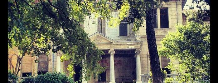 Buca Seyfi Demirsoy Devlet Hastanesi is one of Orte, die ahmet gefallen.
