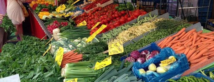 Wochenmarkt am Uhrtürmchen is one of สถานที่ที่ Alexander ถูกใจ.