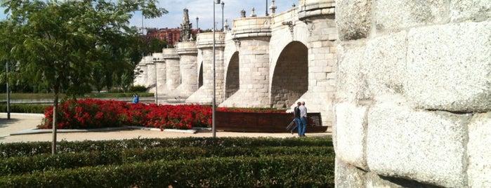 Puente de Toledo is one of Madrid Río: Puentes, pasarelas y presas.