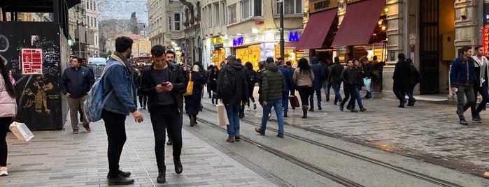 Tatlıcı Safa Taksim is one of Geleneksel Tatlılar.