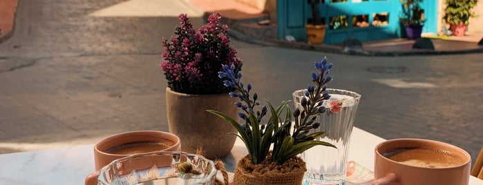 Lavender Cafe is one of Istanbul.