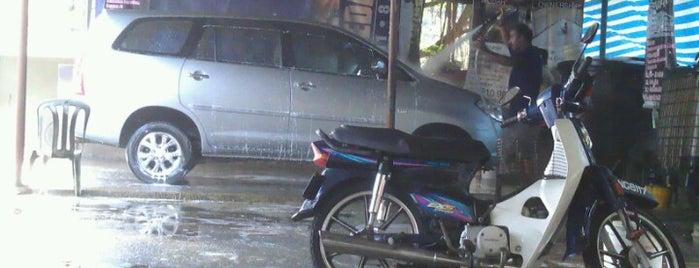 car wash is one of Lugares guardados de Rapiszal.