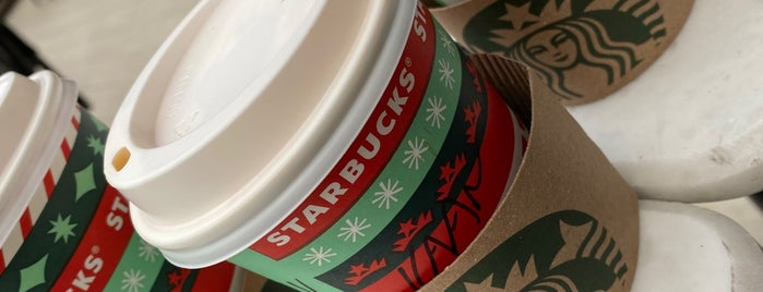 Starbucks is one of Lugares favoritos de Ali.