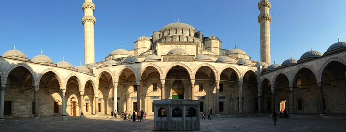 Süleymaniye-Moschee is one of Top Places of Worship in Istanbul.