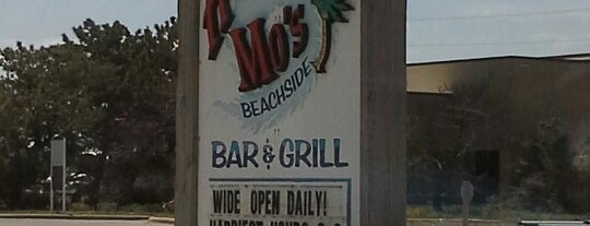 Hurricane Mo's Beachside Bar And Grill is one of Tempat yang Disimpan Lizzie.