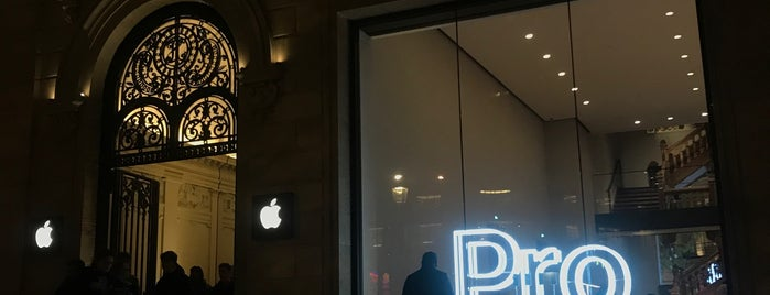 Apple Champs-Élysées is one of Posti che sono piaciuti a Esra.