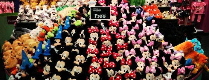Disney store is one of Tempat yang Disukai Daniel.
