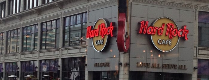 Hard Rock Cafe Toronto is one of Tempat yang Disukai Aline.