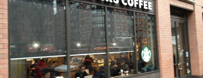 Starbucks is one of สถานที่ที่ Brian ถูกใจ.
