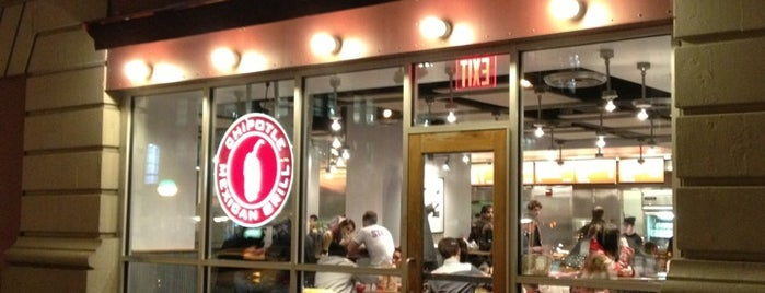 Chipotle Mexican Grill is one of Lieux qui ont plu à Georgie.