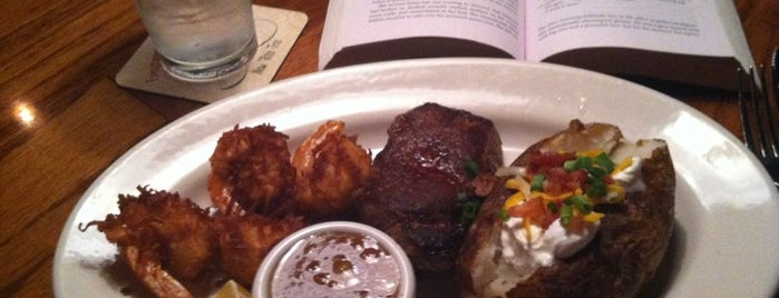 Outback Steakhouse is one of Dollyさんのお気に入りスポット.