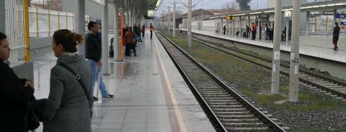 İzban Kemer İstasyonu is one of สถานที่ที่ Hulya ถูกใจ.