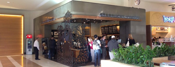 Starbucks is one of Josh 님이 좋아한 장소.