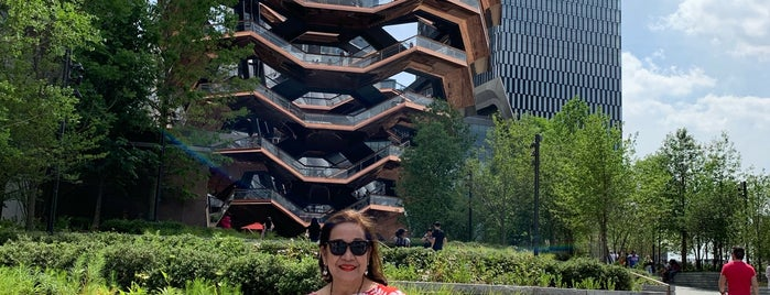One Hudson Yards is one of Locais curtidos por Dominic.