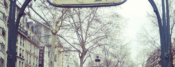 Métro Blanche [2] is one of Paris: husband's hometown ♥.