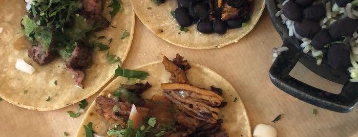 Super Tacos Al Carbon is one of Tempat yang Disukai Ale.