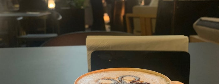 Patchi cafe is one of Lugares favoritos de Foodie 🦅.