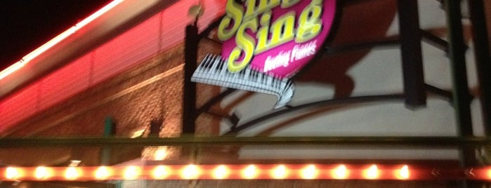 Sing Sing Dueling Piano Bar is one of Tionaさんのお気に入りスポット.