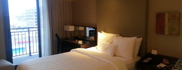 Crowne Plaza Chicago West Loop is one of Tempat yang Disukai Brandon.