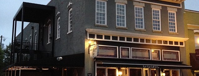 The Peak City Grill & Bar is one of Christy 님이 좋아한 장소.