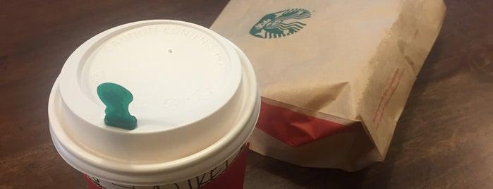 Starbucks is one of สถานที่ที่ Dee ถูกใจ.