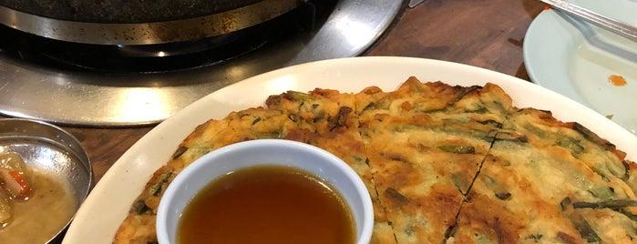 Bintulu Korean Restaurant is one of สถานที่ที่บันทึกไว้ของ Fir€L¥nx.