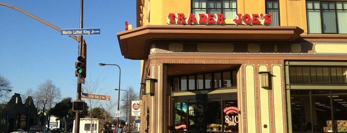 Trader Joe's is one of สถานที่ที่ Silvie ถูกใจ.