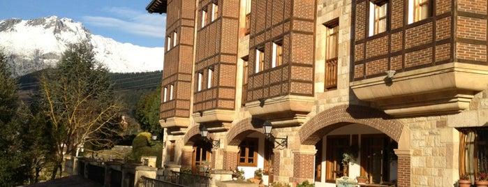 Hotel Infantado is one of Varios.