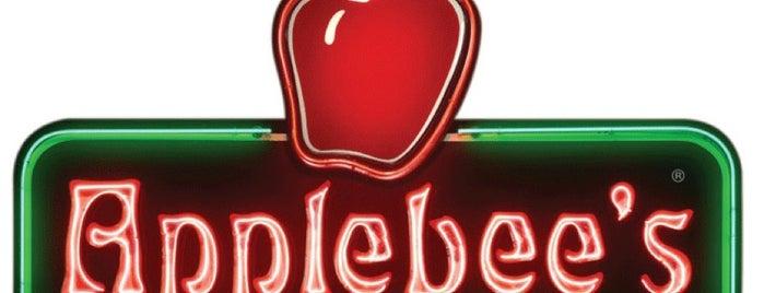 Applebee's Grill + Bar is one of Orte, die Jonathan gefallen.