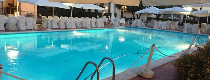 La Villa RistoPizzaClub is one of สถานที่ที่ Fabrizio ถูกใจ.
