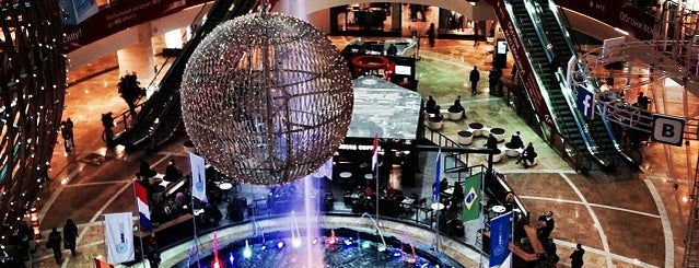 Afimall City is one of Lugares favoritos de Dmitry.