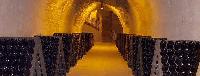 Caves Taittinger is one of Tempat yang Disukai Natalia.