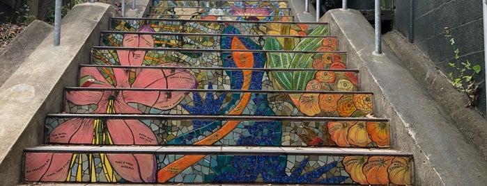 Hidden Garden Mosaic Steps is one of Sara'nın Kaydettiği Mekanlar.