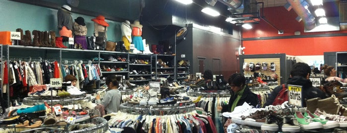 Buffalo Exchange is one of Chicago 2DO.