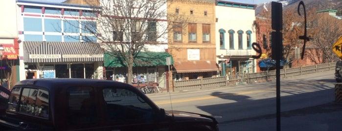 The Bluebird Cafe is one of Posti che sono piaciuti a Rowan.