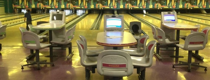 Delton Bowling Lanes is one of Salt Lake City.