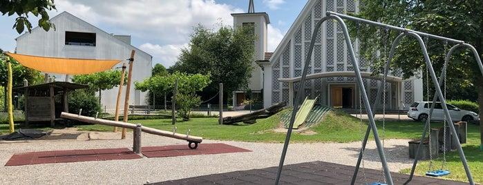Spielplatz bei katolischer Kirche is one of Tempat yang Disukai Veronika.