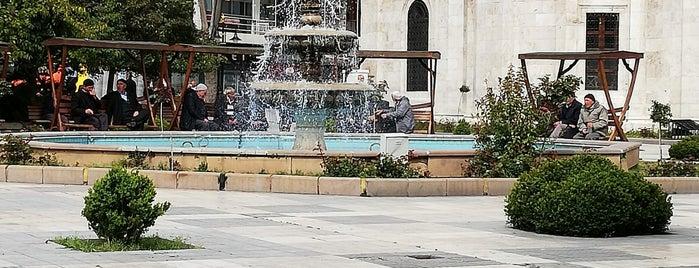 Yeni Camii Meydanı is one of Lieux sauvegardés par Aykut.