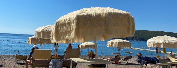 Splendid Beach is one of Tempat yang Disukai Julia.