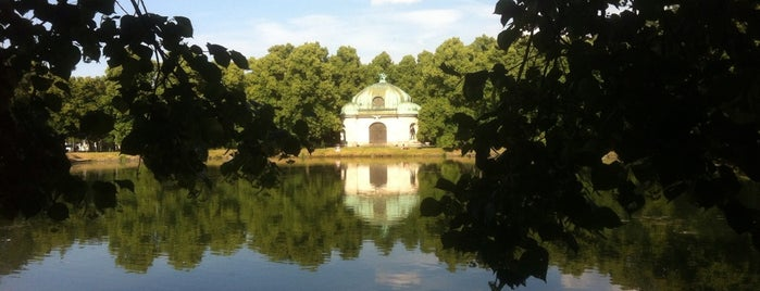 Hubertusbrunnen is one of สถานที่ที่ Jule ถูกใจ.