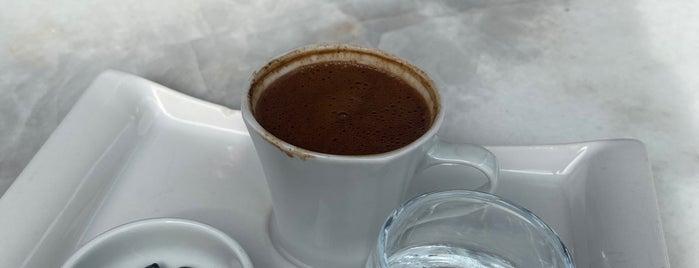 Nossa Cafe is one of สถานที่ที่บันทึกไว้ของ Emre.