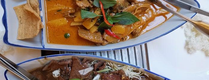 Erawan Thai Restaurant is one of Locais salvos de mary.