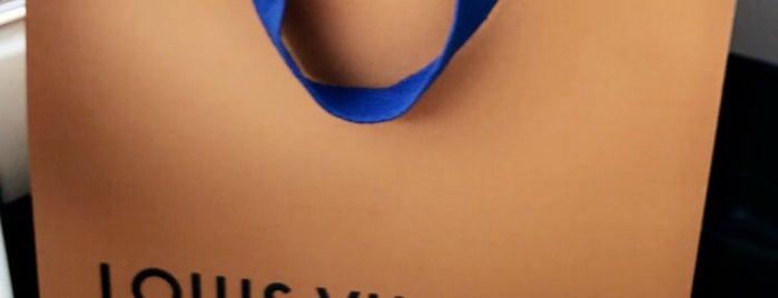 Louis Vuitton is one of Sergio M. 🇲🇽🇧🇷🇱🇷 님이 좋아한 장소.