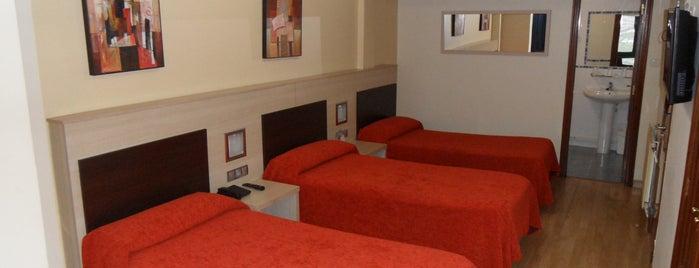 Hotel Avenida Pontevedra is one of สถานที่ที่ Pablo ถูกใจ.