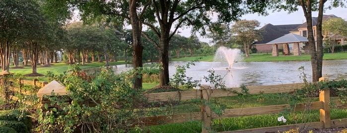 Orchard Lake Estate Lake is one of Orte, die Samah gefallen.