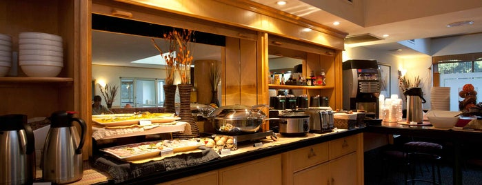 Road Lodge Germiston Lake, Johannesburg is one of Locais salvos de City Lodge Hotel Group.