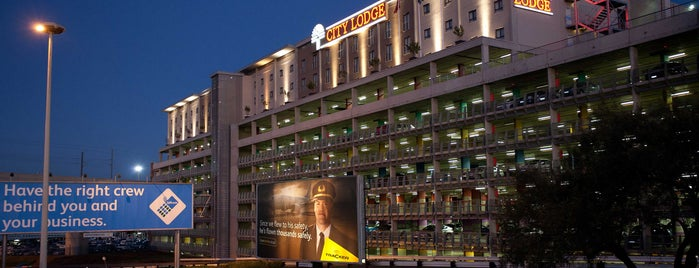 City Lodge Hotel OR Tambo Airport is one of Kristen'in Beğendiği Mekanlar.