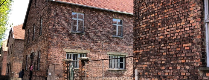 Auschwitz I - Former Concentration Camp is one of สถานที่ที่ Pavel ถูกใจ.