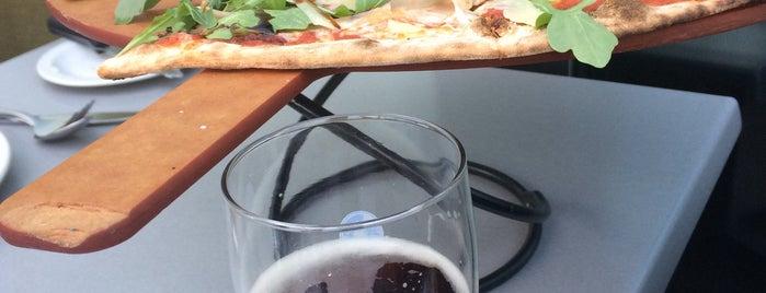 Enoteca Mozza - Pizzeria Moderna is one of สถานที่ที่ Kinan ถูกใจ.
