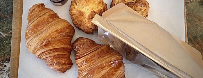 Pitch Bakery is one of ♠ 가로수길 지역전문가 ♠.